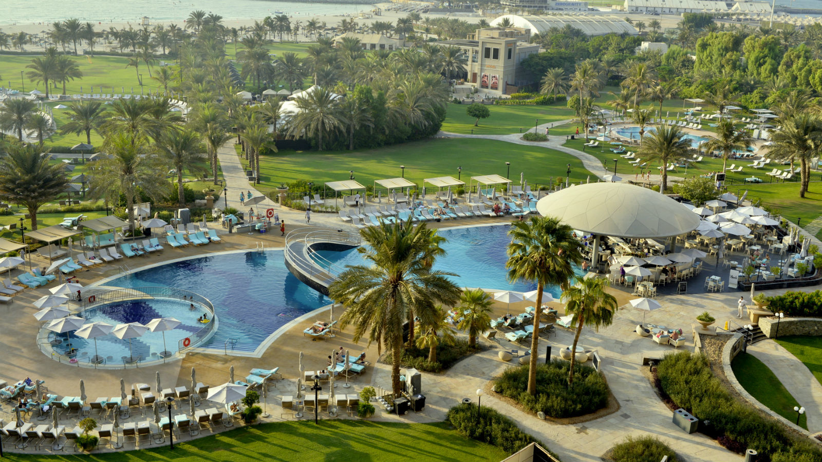 Pool and beach facility for non resident guests le royal for Garden pool dubai