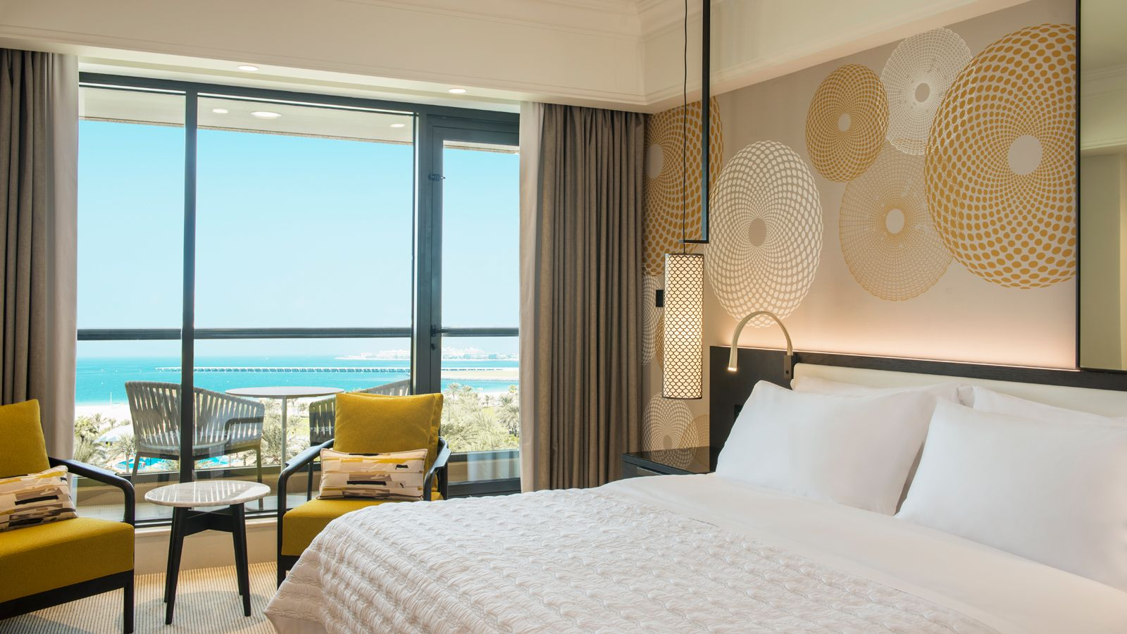 5 star guest rooms le royal meridien beach resort dubai for Design hotel le cinema